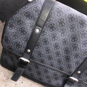 Extremely nice Guess bag very clean for 2007 💦
